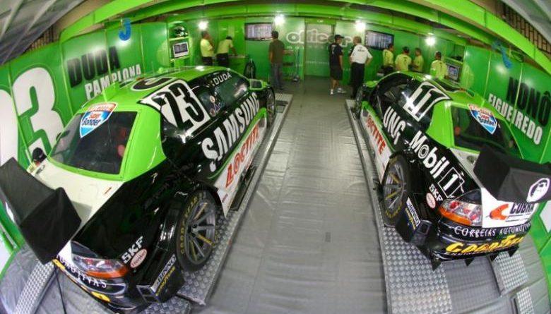Stock: Mecânicos da Officer Motorsport treinaram troca de pneus em plataforma especial