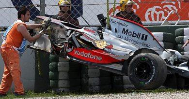 F1: Heikki Kovalainen bate forte na barreira de pneus