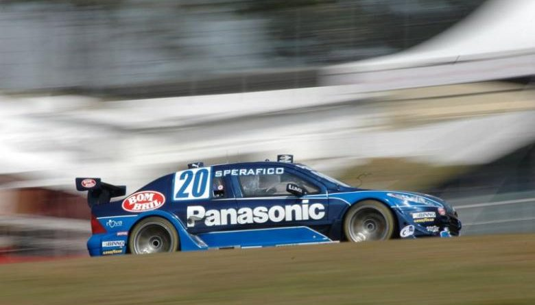 Stock: Carro de Ricardo Sperafico tem problemas na suspensão dianteira
