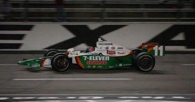 IndyCar: Mesmo com problemas, Kanaan termina entre os cinco primeiros