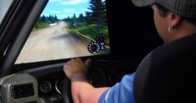 Rally: Simulador instalado em caminhão do Rally dos Sertões atrai visitantes em feira