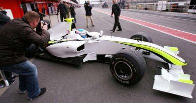 F1: Charlie Whiting defende difusores da Brawn GP