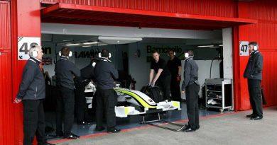 F1: Equipe de Barrichello ainda depende de autorização da FIA