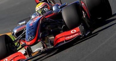 F1: Hamilton troca caixa de câmbio e sai do último lugar