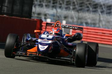 F3 Inglesa: Adriano Buzaid faz treino da Fórmula 3 Inglesa em Silverstone