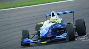 Na volta da F-Renault 2.0 Negrão fica no top 10