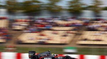 F1: Bruno Senna sofre na Espanha com problema desconhecido