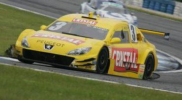 Stock: Cláudio Ricci fica próximo da zona de pontuação em Curitiba
