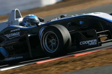 F3 Inglesa: Em evolução, Gabriel marca 2º melhor tempo do dia em Silverstone