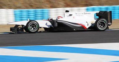 F1: Kobayashi aproveita chuva para testar pneus em Barcelona