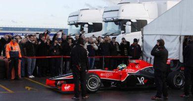 F1: Lucas dá suas primeiras voltas com o VR-01