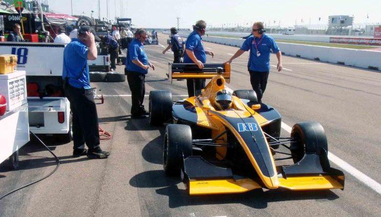 Indy Lights: Rodrigo Barbosa acerta carro para classificação em Long Beach
