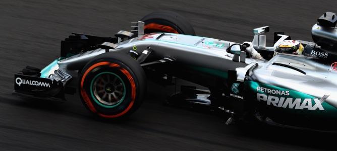 F1: Hamilton lidera e Ferrari aparece forte nos treinos livres do GP da Malásia