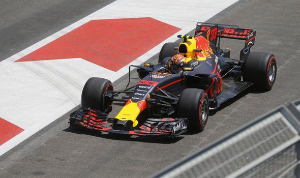F1: Max Verstappen fecha sexta-feira na frente no Azerbaijão