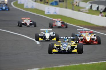 F3 Brasil: Matheus Iorio e Guilherme Samaia vencem corridas de condições mistas em Londrina