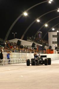 Carro da Indy acelerou pela primeira vez no Sambódromo
