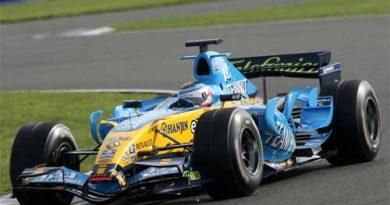 F1: Nelsinho Piquet conclui testes com a Renault em Silverstone