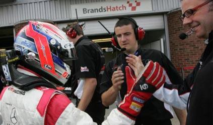 F3 Inglesa: Marko Asmer marca a pole para as duas etapas em Brands Hatch