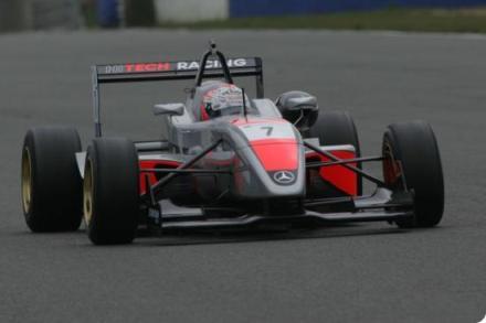 F3 Inglesa: Marko Asmer é o mais rápido em Oulton Park