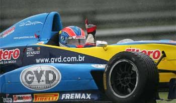 Fórmula Renault: Vinícius Quadros vence tumultuada etapa de abertura