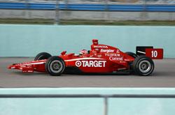 IRL: Dan Wheldon marca a pole para a abertura da temporada em Miami