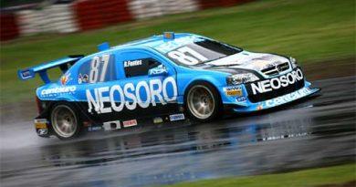 Stock: Pista molhada vira o drama dos pilotos em Buenos Aires