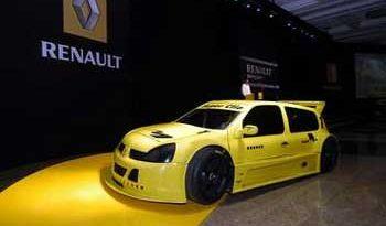 Super Clio: Tarso Marques testa carro e entrega 1º lote
