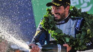 Campeonato Brasileiro de Turismo: Aniversariante do dia, Marco Cozzi vence a primeira na temporada