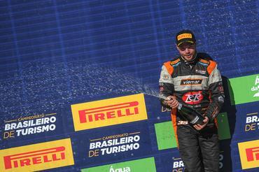 Campeonato Brasileiro de Turismo: Gabriel Robe vence primeira corrida em Cascavel