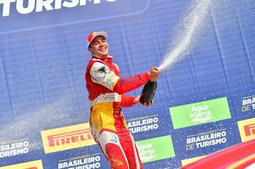 Campeonato Brasileiro de Turismo: Vitor Baptista vence primeira corrida em Londrina