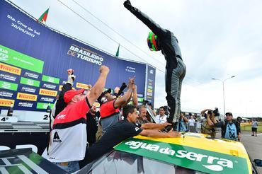 Campeonato Brasileiro de Turismo: Luca Milani vence prova de abertura em Santa Cruz do Sul