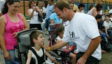 F1: Barrichello disputa futebol beneficiente em São Paulo