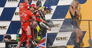 MotoGP: Campeão antecipado, Casey Stoner vence em casa