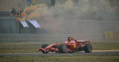 F1: Kimi Raikkonen estréia modelo 2008 da Ferrari