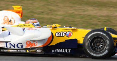 F1: Nelsinho Piquet conclui testes com Renault em Barcelona