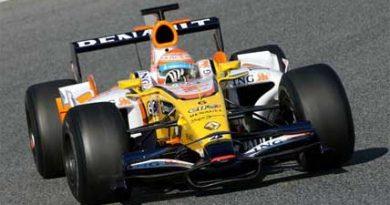 F1: Nelsinho Piquet conclui testes em Barcelona
