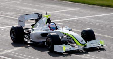 F1: Jenson Button com a Brawn GP lideram manhã de testes