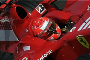 F1: Michael Schumacher vence em Monza. Alonso abandona