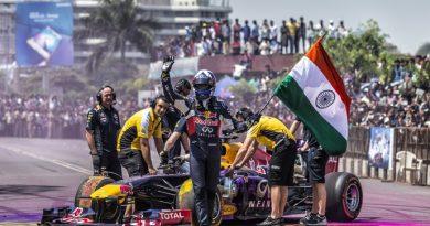 F1: Ex-piloto de F1, Coulthard infringe lei em exibição na Índia