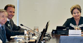 F1: Todt e Fittipaldi levam campanha de segurança no trânsito a Dilma