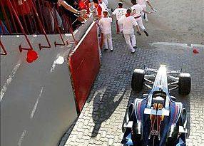 F1: Carros simulam corrida de touros