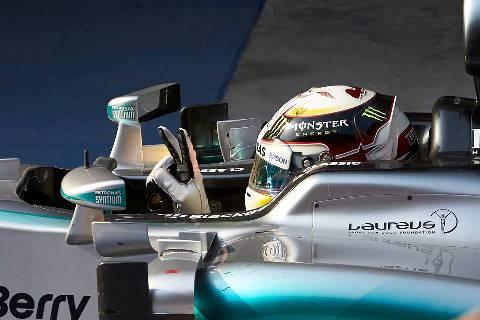 F1: Lewis Hamilton marca a pole no Bahrein