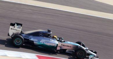 F1: Lewis Hamilton fecha último dia de testes em primeiro