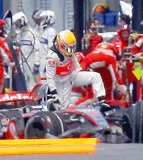 F1: Após batida, Hamilton perde dez posições no grid