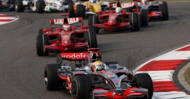F1: Lewis Hamilton vence em Xangai. Felipe Massa é 2º e decisão vai para o Brasil