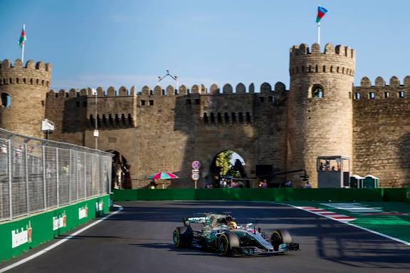 F1: Lewis Hamilton marca a pole-position para o GP do Azerbaijão