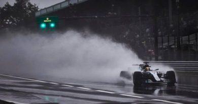 F1: Em treino atrasado pela chuva, Lewis Hamilton quebra recorde de pole-positions
