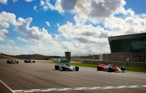 F1 Historic: Hideki Yamauchi e Nathan Kinch vencem em Portugal