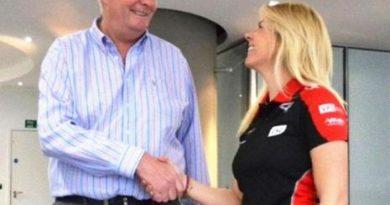 F1: Marussia anuncia espanhola como pilota de testes para 2012
