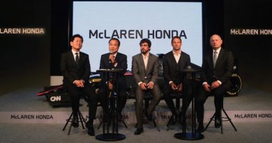 F1: Em apresentação da McLaren em Tóquio, Alonso celebra nova motivação